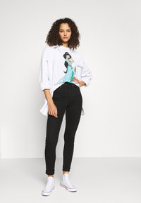 ONLY Tall - ONLDISNEY LIFE - T-shirt con stampa - bright white - 1