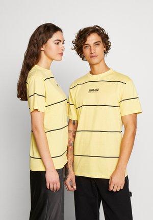 UNISEX SNAKE RUN - Print T-shirt - yellow