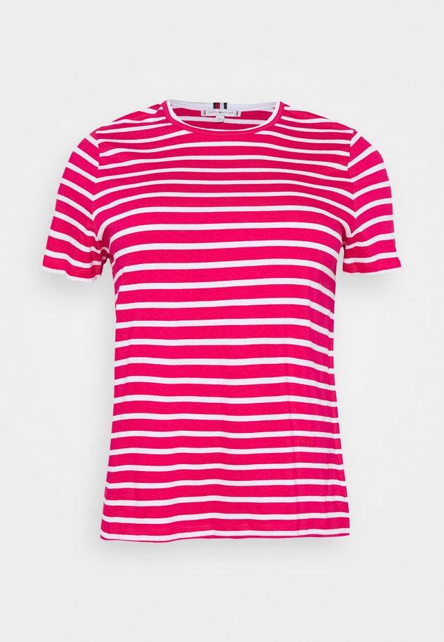 COOL TEE - T-shirt basic - ruby jewel/white