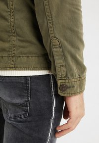 INDICODE JEANS - HUCKLE - Summer jacket - army - 5