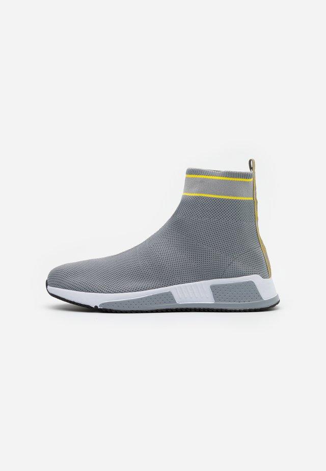 Høye joggesko - grey