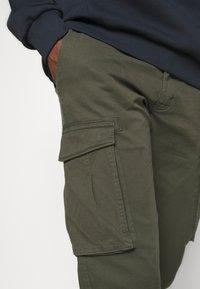 s.Oliver - Pantaloni cargo - khaki/oliv - 4