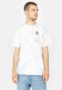Roark - Print T-shirt - grey blue - 0