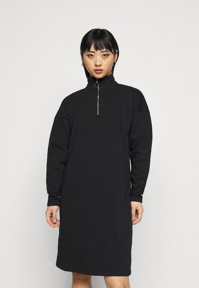 NMPERI ASYA HIGHNECK - Denní šaty - black