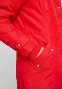 Vero Moda Petite - VMTRACK EXPEDITION - Parka - chinese red - 7