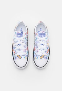 Converse - CHUCK TAYLOR ALL STAR BUTTERFLY FUN  - Sneakers laag - white/black - 3