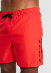 Quiksilver - VOLLEY - Plavky - high risk red - 3
