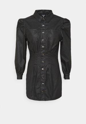COATED CINCHED WAIST DRESS - Skjortekjole - black