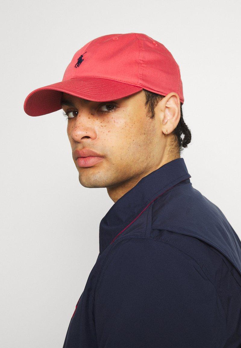 Polo Ralph Lauren Golf - FAIRWAY HAT - Kšiltovka - nantucket red