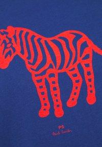 PS Paul Smith - MENS SLIM FIT DEVIL ZEBRA - Print T-shirt - blue - 4