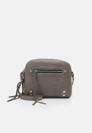 HIGHWAY CROSSBODY - Across body bag - elephant grey