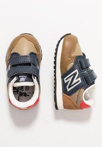 New Balance - IV520JB - Sneakers basse - brown/blue - 0