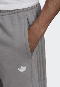 adidas Originals - BX-20 SWEAT JOGGERS - Pantalones deportivos - grey - 4