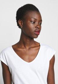 Anna Field Tall - 2 PACK - Basic T-shirt - black/white - 4