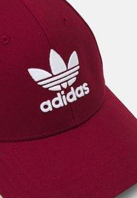 adidas Originals - BASEB CLASS UNISEX - Cap - collegiate burgundy/white - 3