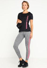 Superdry - T-shirt sportiva - black - 1