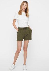 Vero Moda - EVA  - Shorts - green - 1
