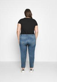 Zizzi - SANNA SHAPE - Jeans Skinny Fit - light blue denim - 2