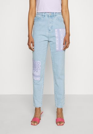 BANDANA PATCH MOM - Relaxed fit jeans - light blue