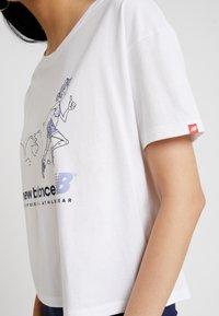 New Balance - ATHLETICS ARCHIVE THROWBACK - T-shirt med print - white - 5