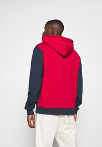 Karl Kani - SIGNATURE BLOCK HOODIE - Hoodie - dark red - 2