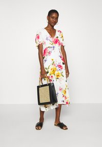 Dorothy Perkins - GEORGIA FLORAL TEA DRESS - Denní šaty - white - 1