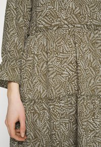 Vero Moda - VMFELICITY 7/8 CALF DRESS  - Vestido informal - ivy green/felicity - 5