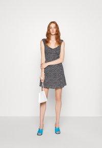 Calvin Klein Jeans - OFF SHOULDER FLORAL DRESS - Vestito estivo - black/white - 1