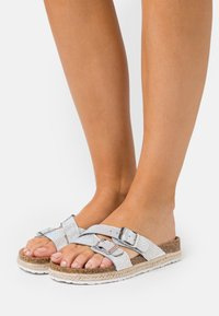 Dorothy Perkins - FOXY DOUBLE BUCKLE FOOTBED - Slippers - silver - 0