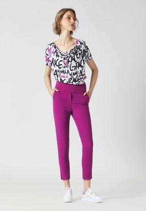 Pantaloni - uva
