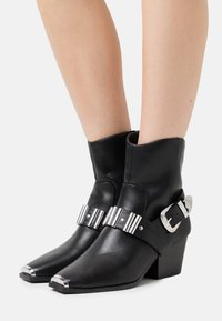 River Island - Cowboy/biker ankle boot - black - 0