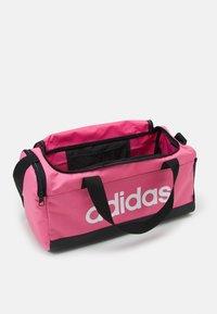 adidas Performance - LINEAR DUFFEL S UNISEX - Sportovní taška - rose tone/black/white - 2