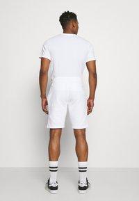 Calvin Klein - SMALL LOGO - Shorts - white - 2