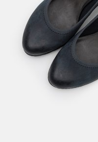 s.Oliver - COURT SHOE - Escarpins - navy - 5