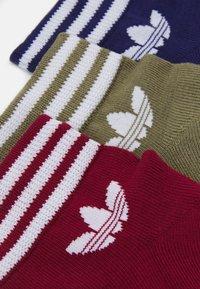 adidas Originals - TREF 3 PACK UNISEX - Socks - collegiate burgundy/night sky/focus olive/white - 1