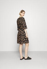 Marimekko - ILMAAN MINI UNIKKO DRESS - Shift dress - brown/black - 2