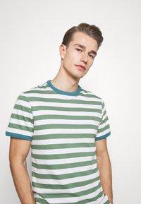 Farah - BELGROVE STRIPE TEE - Print T-shirt - vine green - 3