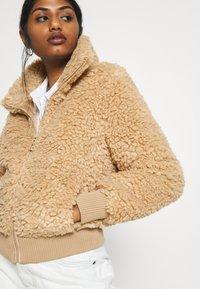 ONLY Petite - ONLELLIE SHERPA JACKET - Light jacket - cuban sand - 5