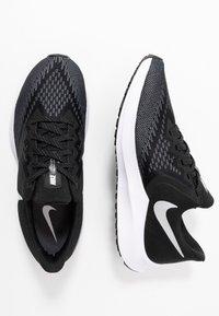 Nike Performance - ZOOM WINFLO - Zapatillas de running neutras - black/white/dark grey/metallic platinum - 1