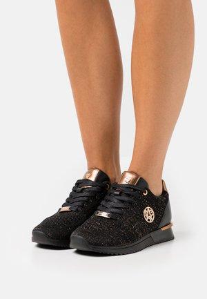 GITTE GLITTER - Sneakers basse - black/brown