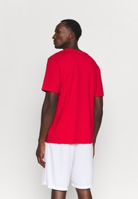 Outerstuff - NBA CHICAGO BULLS SPACE JAM 2 TUNES ON COURT TEE - T-shirt con stampa - red - 2