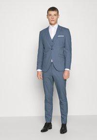 Selected Homme - SLHSLIM HOUND  SUIT SET - Traje - ashley blue - 0