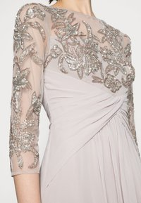 Adrianna Papell - BEADED GOWN WITH SOFT SKIRT - Společenské šaty - marble - 4