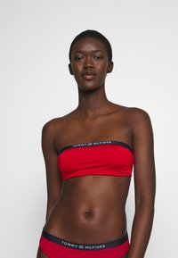 Tommy Hilfiger - CORE SOLID WIRED BANDEAU - Bikini top - primary red - 3