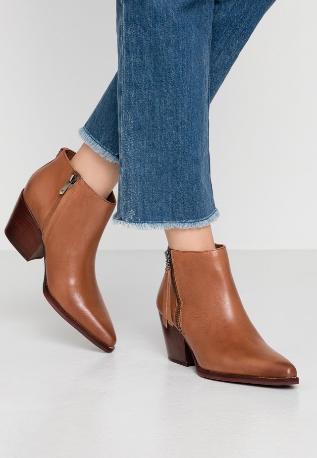 WALDEN - Ankle boots - whiskey