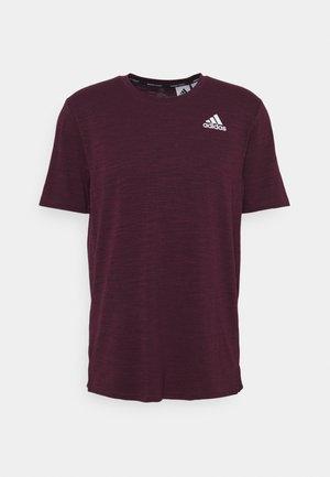 CITY ELEVATED TRAINING WORKOUT DESIGNED4TRAINING AEROREADY PRIMEGREEN T-SHIRT - T-shirt med print - victory crimson melange