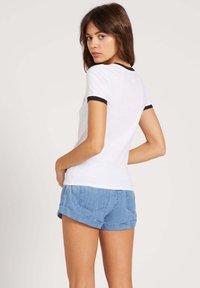 Volcom - GO FASTER RINGER TEE - T-Shirt print - white - 1