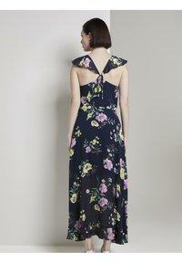 TOM TAILOR DENIM - MIT FLORALEM PRINT - Maxi dress - navy blue - 2