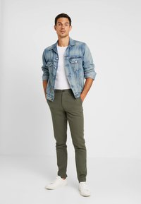 Springfield - PANT BASICO - Trousers - olive - 1