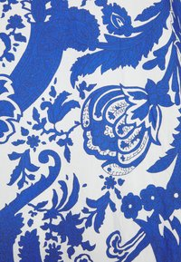 Emily van den Bergh - Kjole - white/blue - 2